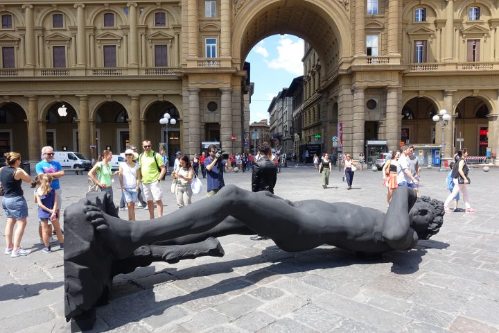 Black David laying in Piazza Repubblica